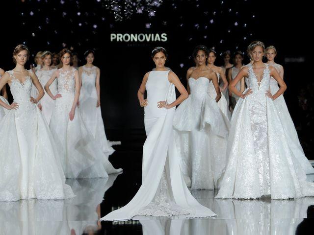Pronovias rivela la collezione Atelier 2017 con una madrina d'eccezione: Irina Shayk