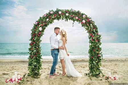 Archi e altri allestimenti con fiori per decorare le vostre nozze