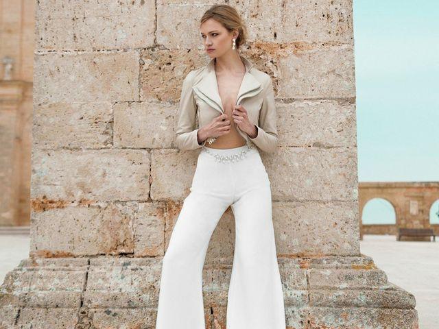 b02f29646ff Abiti da sposa con pantaloni  uno strappo alla regola con un look  alternativo