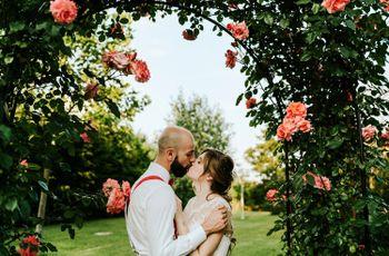 Le nozze rustiche di Claudia e Daniele: rose, risate e biciclette