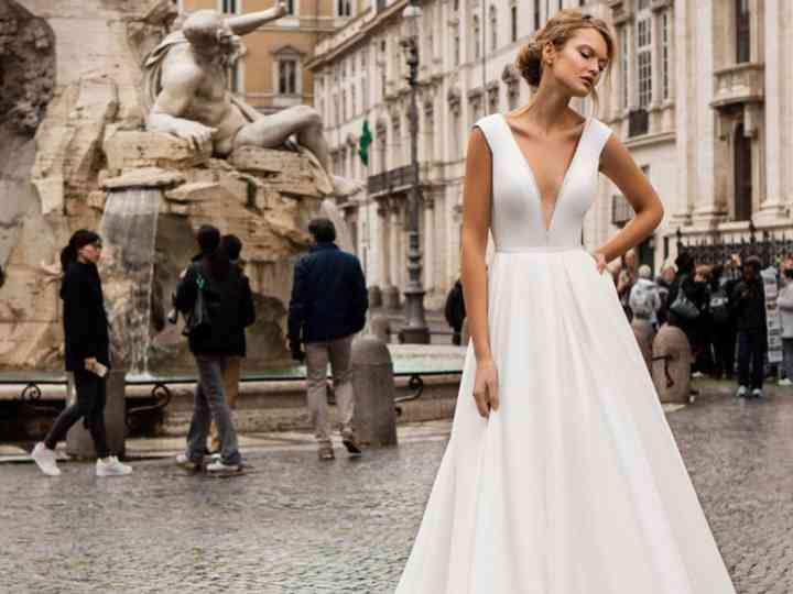 Vestiti da sposa con scollo a V: fascino e seduzione per il look nuziale