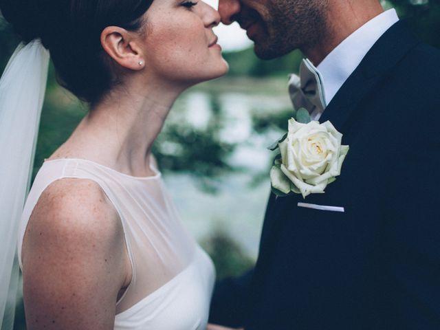 Quando mi prendi tra le tue braccia il mondo si tinge di rosa: le nozze di Elisa e Maurizio