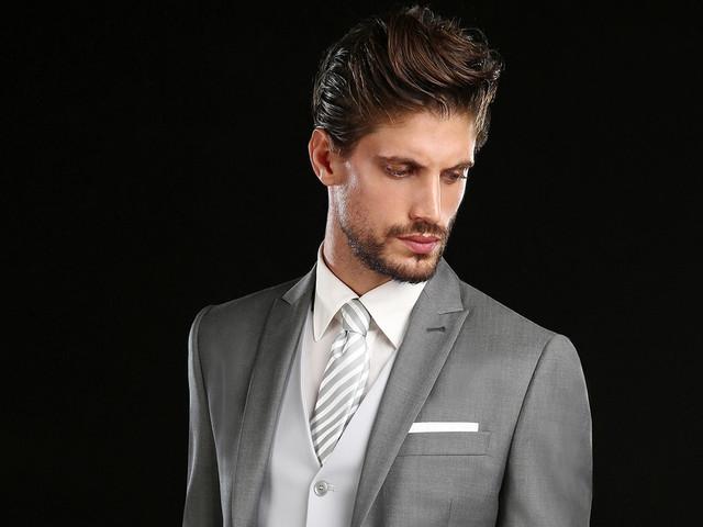25 abiti da sposo grigi per un look classico ed elegante