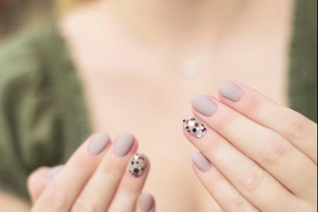 Nail patch per le unghie della sposa prima del matrimonio