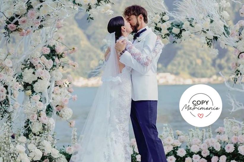 Giorgia Gabriele e Andrea Grilli che si baciano al loro matrimonio