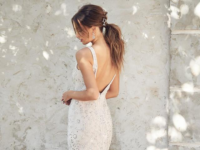 Acconciature da sposa con coda: tra raffinatezza e semplicità