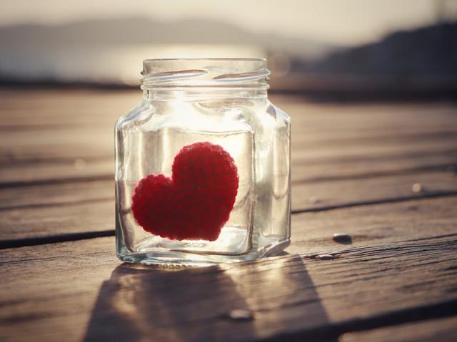 Idee fai da te per San Valentino: un romantico barattolo di messaggi d'amore