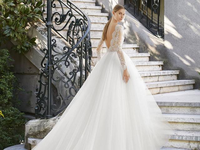 Come scegliere l'abito da sposa ideale… da casa!