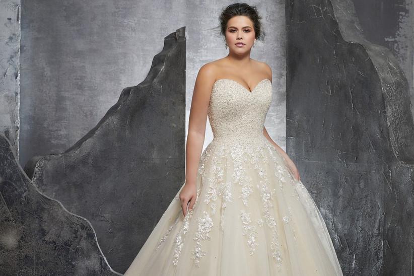 2f8c71d412e4 7 consigli per la sposa formosa  come valorizzare la silhouette nel ...