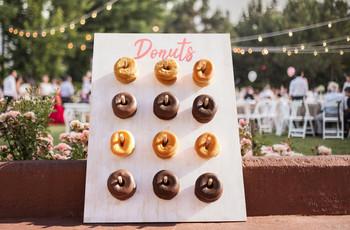Espositore per donuts DIY: create in pochi semplici passi un angolo goloso per le vostre nozze!