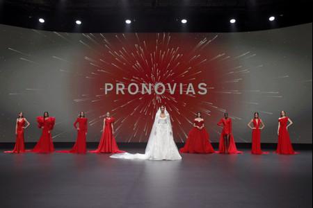 L'eleganza hollywoodiana degli abiti da sposa Pronovias 2021 illumina la VBBFW