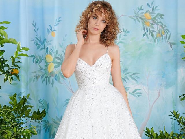 Abiti da sposa per donne basse: 35 modelli per slanciare la tua silhouette