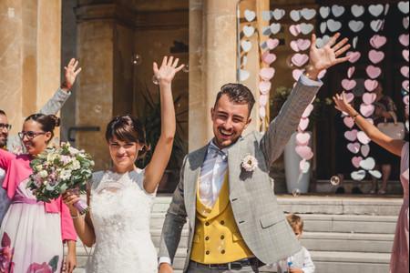 Illuminating e Ultimate Grey: i colori Pantone del 2021 che non potranno mancare nei matrimoni