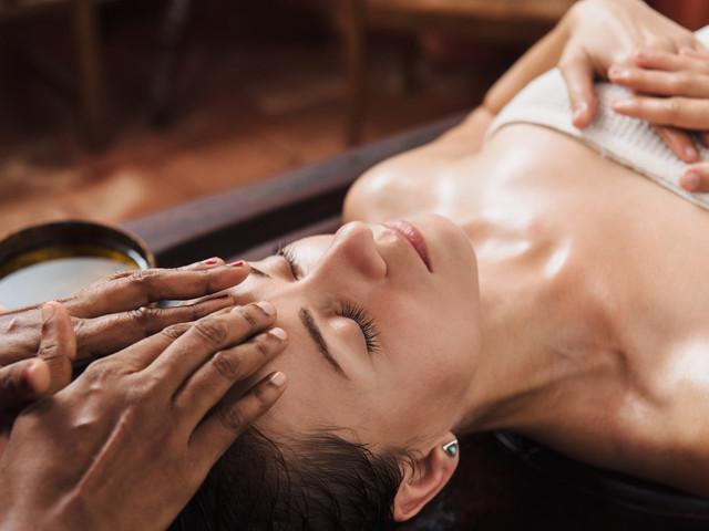 8 massaggi rilassanti da provare prima delle nozze