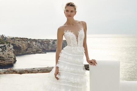 Matrimonio in spiaggia: 40 abiti da sposa per un look marino da sogno