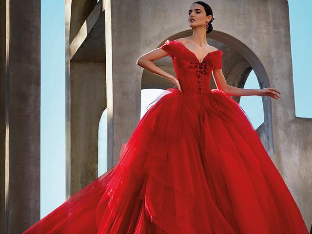 Abiti da sposa in rosso: la tradizione si tinge di note passionali