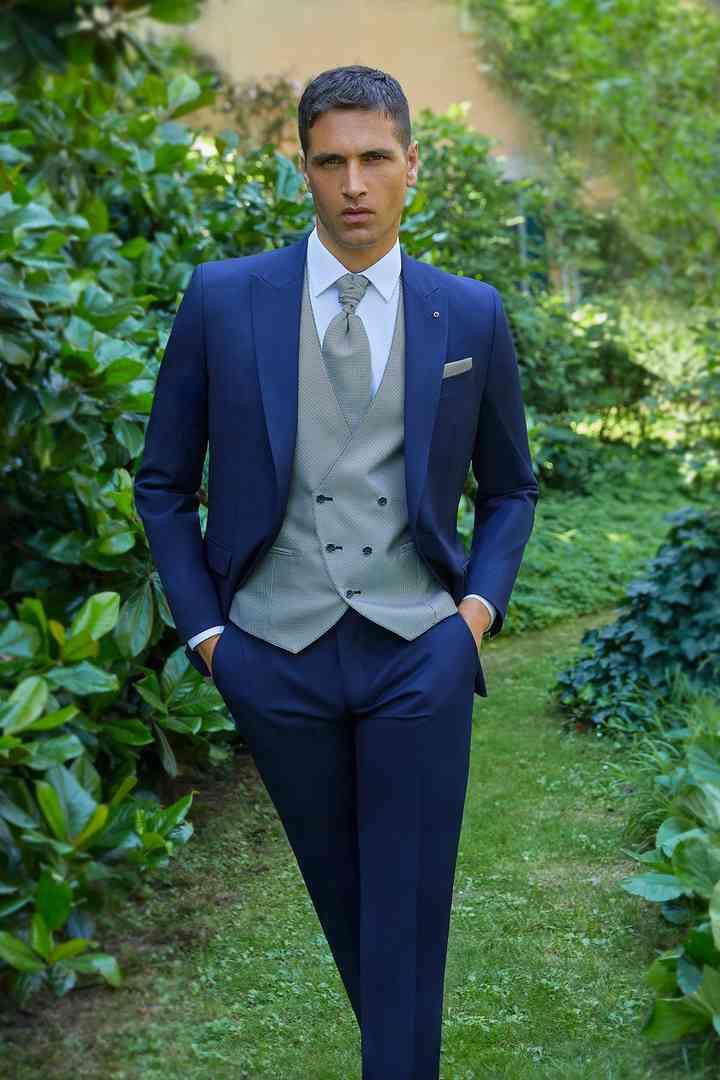 abito sposo blu chiaro con panciotto azzurro
