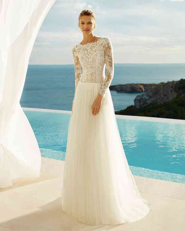best service ef1d0 9926e Matrimonio in spiaggia: 40 abiti da sposa per un look marino ...
