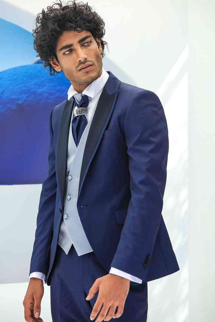 abito sposo blu con panciotto chiaro