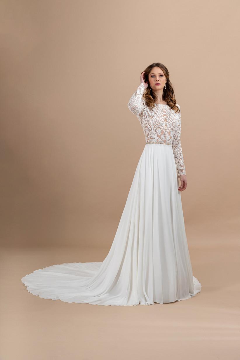 abito da sposa con pizzo e maniche lunghe