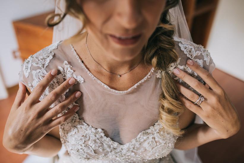 dettaglio sposa mani