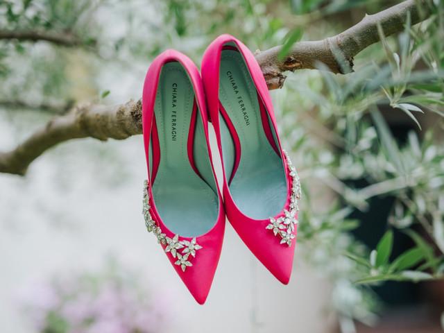 Scarpe colorate per le invitate: 40 modelli da non perdere
