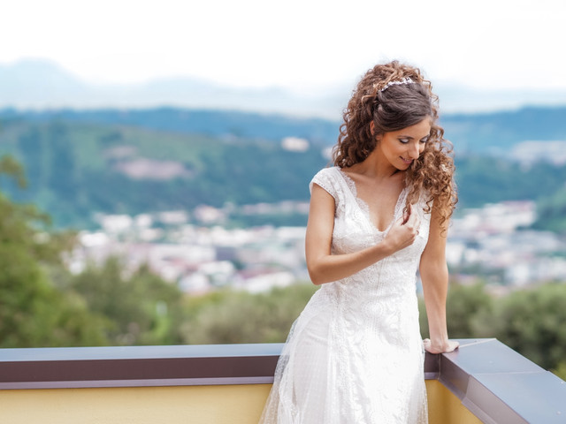 Ricci e volute: le 5 proposte top per l'acconciatura della sposa