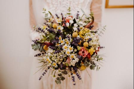 Bouquet da sposa primaverili con margherite: una scelta semplice e delicata