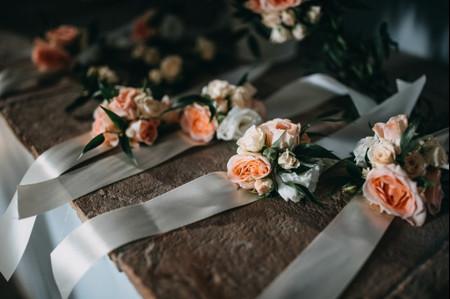 Bouquet da polso per la sposa: 5 buoni motivi per indossarlo