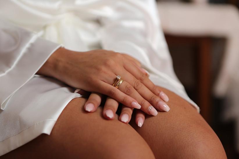 dettaglio unghie sposa forma squadrata