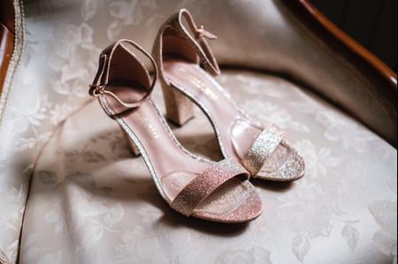 Le scarpe della sposa: bianche o colorate?