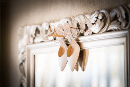 Il mondo delle scarpe da sposa: modelli, colori e consigli su come sceglierle