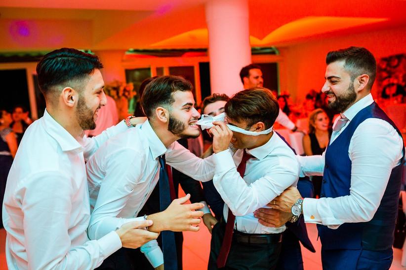 giochi tra sposi durante il ricevimento