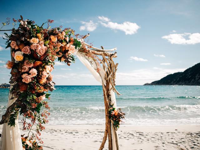 7 modi d'impatto per decorare l'altare per matrimonio civile
