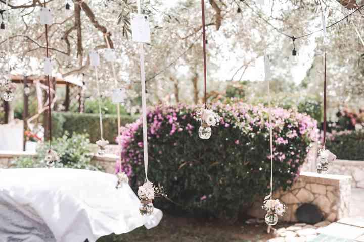 allestimento matrimonio con fiori sospesi