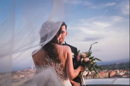 Come si porta il velo da sposa? Da quello a mantiglia al cap veil: ecco come indossarlo!
