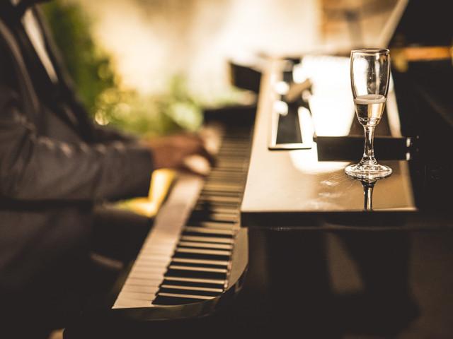 Musica live al matrimonio: il pianobar