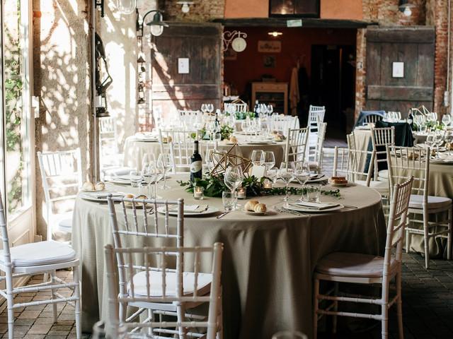 La preparazione dei tavoli: come scegliere il tovagliato per il banchetto?