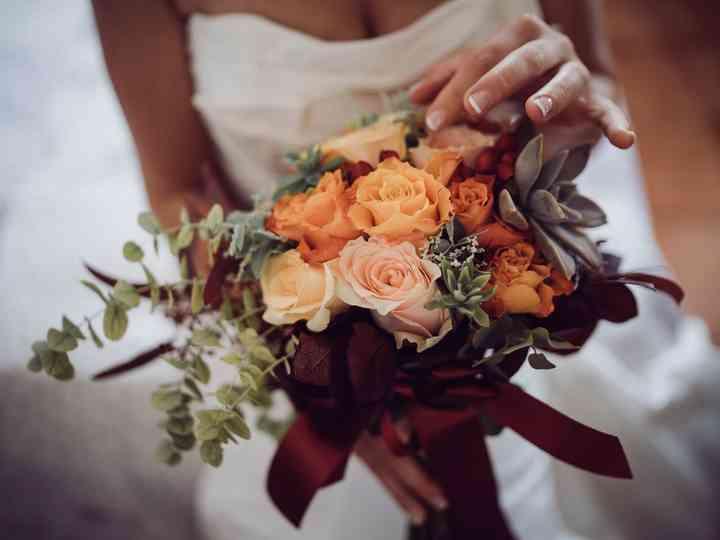 Mazzo Di Fiori Per Nozze Doro.Simbologia Fiori E Colori Del Bouquet Sposa Dal Giorno Del