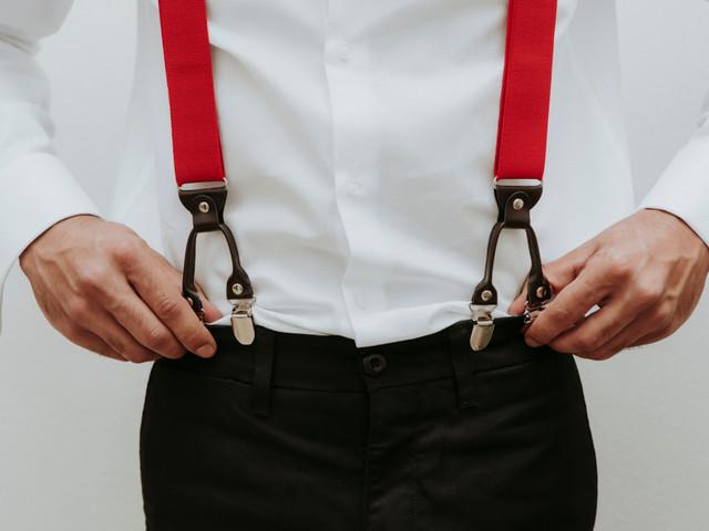 Le bretelle per lo sposo: un must d'altri tempi per un outfit di classe