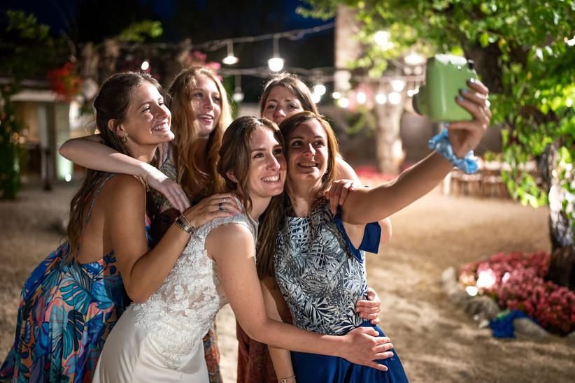 Amiche che si fanno un selfie