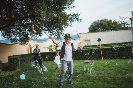 In cerca di idee per un matrimonio divertente? Provate con i giocolieri!