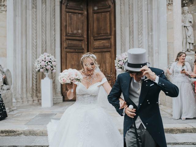 Quali persone possono accompagnare gli sposi all'altare?