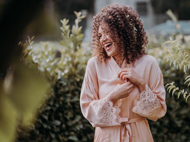 Acconciature sposa capelli ricci: tutte le tendenze e le varie tipologie