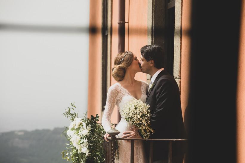 Bacio tra sposi