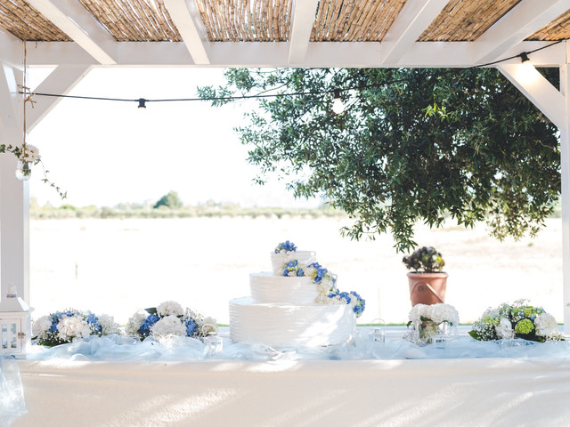 Matrimonio d'estate bianco e blu al sapore di una fresca brezza marina