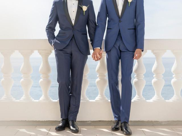 6 consigli per scegliere con stile l'abito dei due sposi