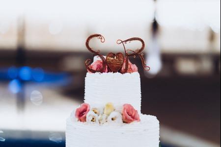 Cake topper per la torta nuziale: le 35 figure più originali