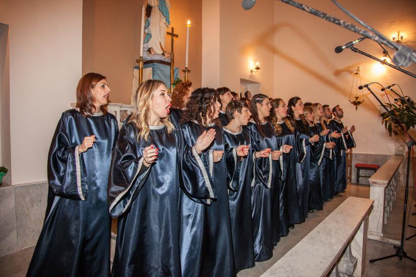 coro gospel con vestiti tradizionali