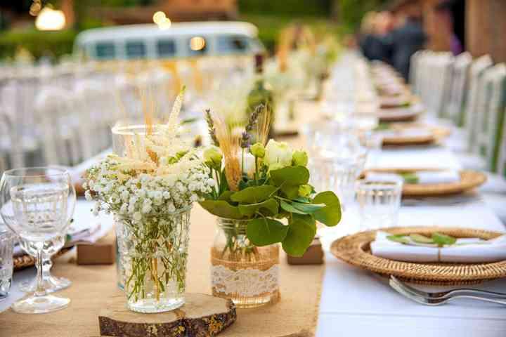 allestimento tavolo matrimonio all'aperto